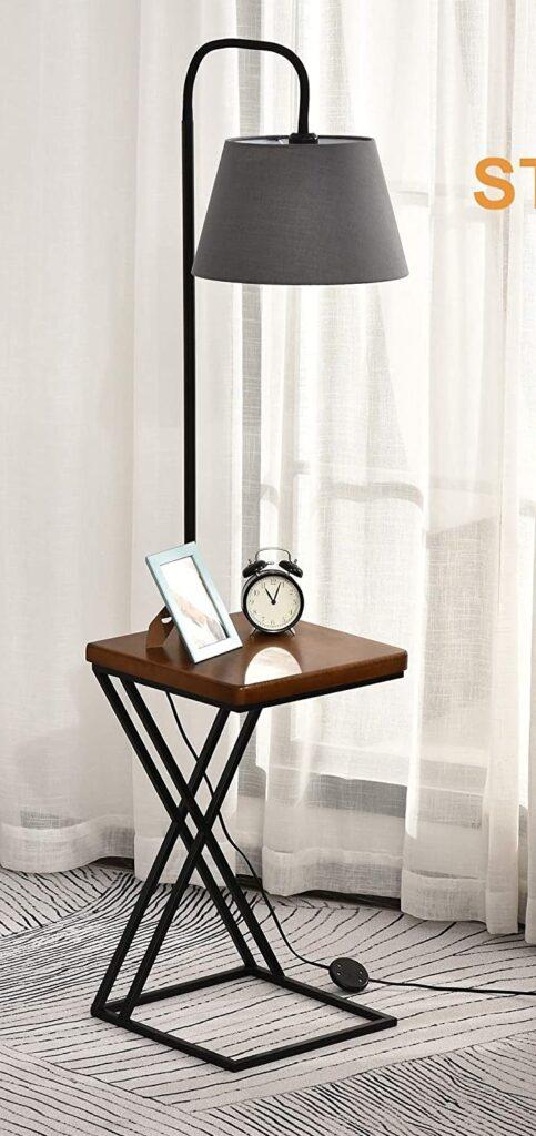 lampara de pie con pantalla conica